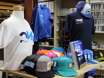 该 campus st要么e at SNU Tahoe offers apparel, snacks, and any stationary tools a student could ever need!