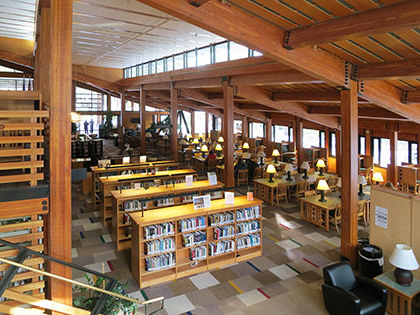 拘谨库 at the SNU Tahoe campus is a quiet study zone and plenty of book sources for all area of study