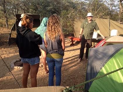 Sierra Nevada University students take part in Anti-Poaching training while in South Africa for their Conservation 生物学 course